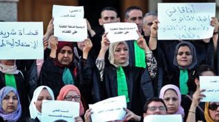 انتقادات لاقتحام الشرطة الجزائرية محكمة وهران لفض تجمع للقضاة