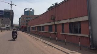 Des rues vides, l'essentiel des commerces fermés, un dispositif policier renforcé