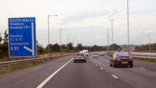 M4 westbound, approaching Junction 11