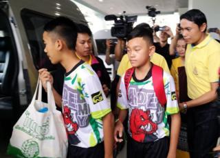 Meninos resgatados deixaram o hospital e deram entrevista coletiva