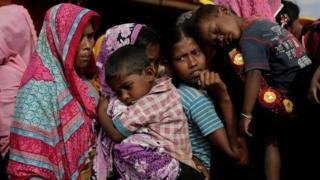 લગભગ 740000 રોહિંગ્યા બાંગ્લાદેશના કૅમ્પમાં આશરો લઈ રહ્યા છે.