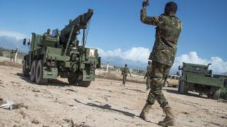 Africom trainers working with Somali National Army partners