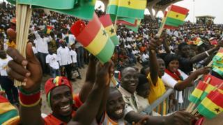 People dey celebrate for Ghana