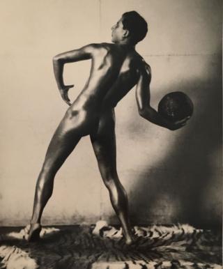 """Николай Свищов-Паола """"Модель с мячом"""", 1920-е годы"""