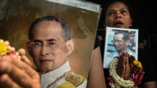รัฐธรรมนูญถูกประกาศใช้ในช่วงเวลาไม่ปกติสำหรับประเทศไทย หลังจากที่พระบาทสมเด็จพระเจ้าอยู่หัวภูมิพลอดุลเดช ผู้เป็นที่เทิดทูนของชาวไทยสวรรคต