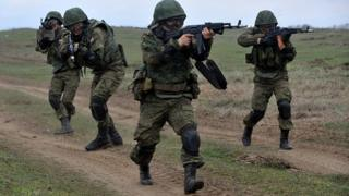 Russian troops take part in a military drill on Sernovodsky polygon close to the Chechnya border (19 March 2015)
