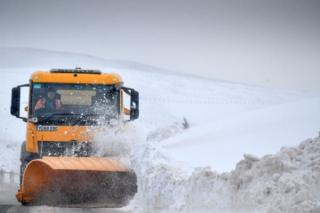 'Complicated' shuttle warning as snow and ice forecast in Scotland thumbnail
