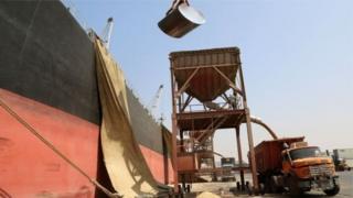Bandari ya HodeidaImage, ambayo UN inaitumia sana kutawanya misaada Yemen