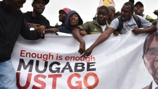 محتجون في زيمبابوي
