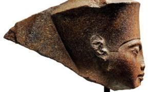 توتن خامون کے سر کا مجسمہ