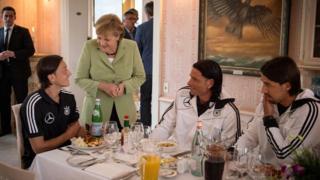 Merkel và Ozil