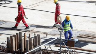 عمال في موقع بناء