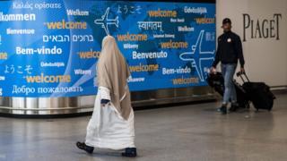 قرار ترامب المعدل يحظر مواطني ست دول، أغلبة سكانها مسلمون، من دخول الولايات المتحدة لمدة 90 يوما