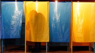 Тінь у кабінці для голосування