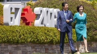 ဂျပန်ဝန်ကြီးချုပ်နဲ့ဇနီး ကနေဒါက G7 အစည်းအဝေးမှာတွေ့ရစဉ်
