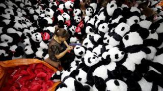 連雲港一家工廠生產的毛絨玩具,將向全球各國發貨。