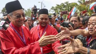 Mahathir Mohamad (L) shakes hands with his supporters after his nomination for the upcoming 14th general election on the island of Langkawi, Malaysia, 28 April 2018.