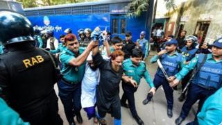 Sebanyak delapan orang diadili dengan tuduhan memasok senjata kepada para penyerbu.