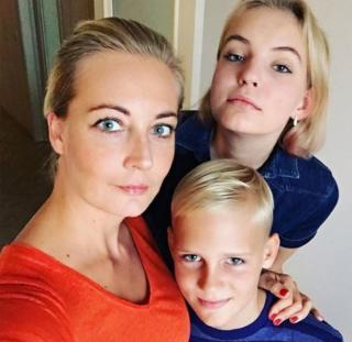 Юлия Навальная с детьми