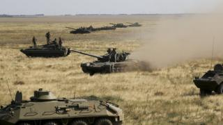 Ukrainian armour moves towards the de facto border with Crimea on 12 August