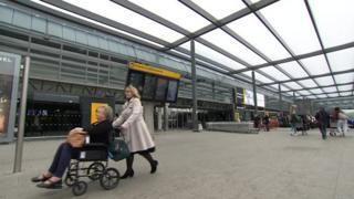بزرگترین فرودگاه بریتانیا دسترسی معلولان را آسانتر میکند