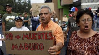 Residentes en San Cristóbal, estado Táchira, protestaron tras la muerte de la joven Paola Ramírez.