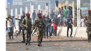 Les gendarmes ont désormais le droit de tirer vue. Une loi a été votée en ce sens en Guinée