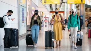 Coronavirus: Airport tests 'give false sense of security', says Johnson thumbnail