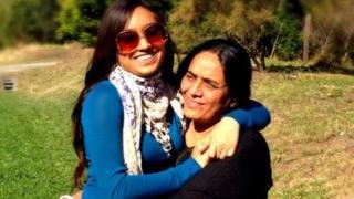 પુત્રી ઇશાની દવે સાથે ભારતીબહેન
