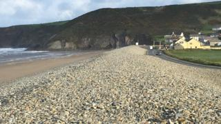 Photo of the shingle bank at Newgale