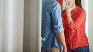 一项研究发现,血糖水平较低时,人们对伴侣的攻击性更强(Credit: Getty Images)