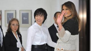 梅拉尼娅·特朗普(右)与安倍昭惠(中)(5/11/2017)