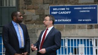 David Lammy MP (l) with Cardiff prison governor Darren Hughes (r)