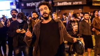Жители Стамбула протестуют против результата референдума о президентских полномочиях с помощью пустых кастрюль