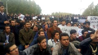 A crowd in Tabriz protests against the Iranian state broadcaster's offensive portrayal of the country's Azeri ethnic minority (9 November 2015)
