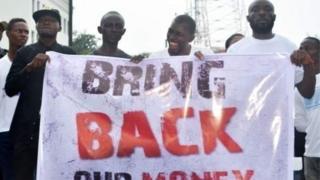 """Une campagne """"Bring back our money"""" (Rendez-nous l'argent) a été menée au Liberia après l'annonce de la disparition de plus de 100 millions de dollars US."""