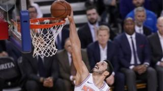 New York Knicks' Enes Kanter scores in a match against Golden State Warriors. Photo: 8 January 2019