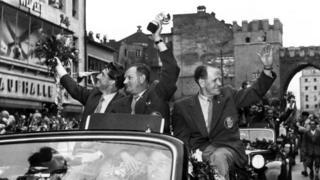 زپ هربرگر، مربی آلمان غربی نخستین قهرمانی را برای این شکور به ارمغان آورد