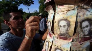 A man protests against the lack of cash in Venezuela, 17 Dec 2016