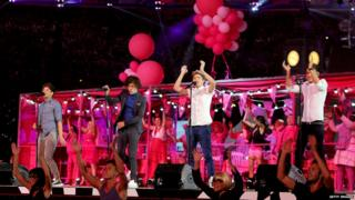 1D at the 2012 Olympics closing ceremony