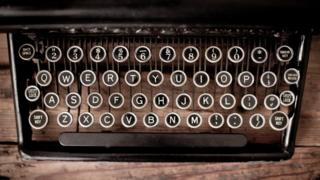 """A manual """"qwerty"""" typewriter"""