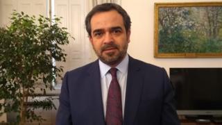 Presidente do Senado chileno, Jaime Quintana Leal, em gabinete em Santiago