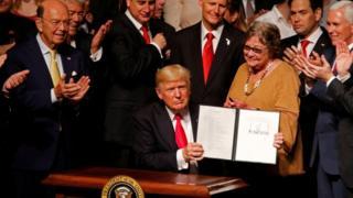 Trump nesta sexta-feira, ao assinar sua nova política nas relações com Cuba