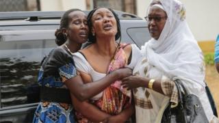 Relatives and friends grieve during the funeral of Patrick Ndikumana, in Bujumbura, Burundi (3 July 2015)