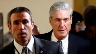 Robert Mueller kulia ambaye aliwahi kuhudumu kama mkurugenzi wa FBI ndio anayesimamia jopo hilo
