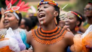 Des femmes nues au festival culturel sud-africain Indoni (illustration).