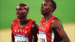 Noah Ngeny et Bernard Lagat lors des JO de septembre 2000 à Sydney.
