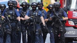 ตำรวจหน่วยต่อต้านการก่อการร้ายกระจายกำลังรักษาความปลอดภัยที่กรุงลอนดอน เช้าวันอาทิตย์