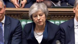 ब्रिटिश प्रधानमन्त्री टरिजा मेको ब्रिटेन युरोपेली संघ ईयूबाट बाहिरिने प्रस्तावको पक्षमा २०२ मतहरू परेका छन् भने ४३२ मत विपक्षमा।