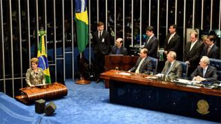 Dilma fala na tribuna do Senado